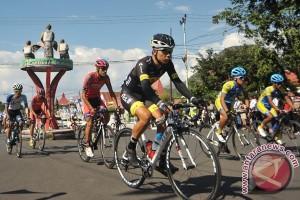 71 pebalap sepeda bersaing di etape 3 TdF