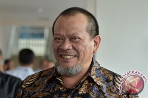 La Nyalla Mattalitti ber-Vespa daftar ke Pilkada Jawa Timur