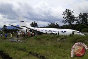 Tujuh orang selamat dari insiden pesawat tergelincir