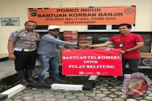 Telkomsel serahkan bantuan di Belitung
