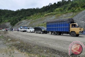 Hujan deras akibatkan longsor jalan Palu-Kulawi