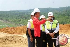 President inspects construction of Pekanbaru-Dumai toll road