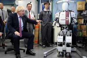 Menlu Inggris bertemu robot canggih di Jepang