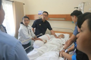 Ridwan Kamil jenguk korban penusukan bobotoh