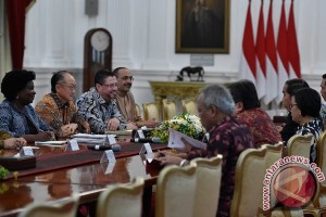 Jokowi receives World Bank president at Merdeka Palace