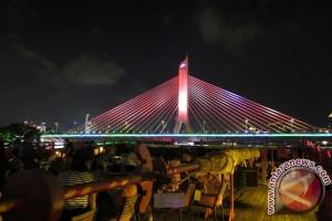Sensasi makan malam di alur Sungai Mutiara