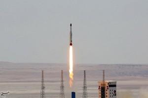 Iran sukses uji roket peluncur satelit