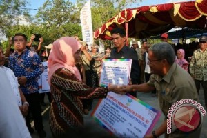 Mensos salurkan bantuan Rp2,72 miliar pascabencana banjir Belitung