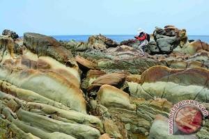 Pemda Sukabumi geram penunggang trail lindas batu Punggung Naga