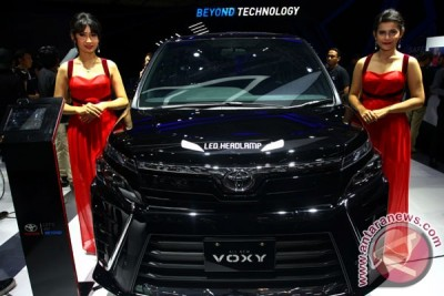 Mengamati Toyota All New Voxy (8 foto)