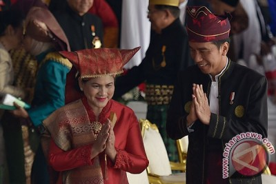 """Pakaian adat dan """"personal branding"""" Jokowi"""