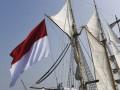 Suasana persiapan upacara HUT ke-72 RI di atas gladak KRI Dewaruci di Perairan Laut Jawa, Kamis (17/8/2017). Upacara tersebut merupakan upacara kemerdekaan pertama kali yang diadakan di KRI Dewaruci. (ANTARA/Zabur Karuru)