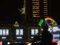 Kendaraan melintas di depan papan hitung mundur Asian Games di Bundaran Hotel Indonesia, Jakarta, Jumat (18/8/2017). Pelaksanaan hitung mundur (countdown) pelaksanaan Asian Games 2018 Jakarta dan Palembang tepat dilakukan satu tahun atau 365 hari menjelang perhelatan olah raga terbesar se-Asia tersebut. (ANTARA/Akbar Nugroho Gumay)