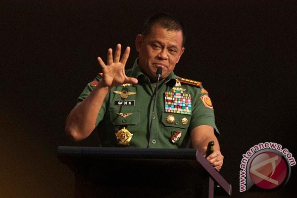 TNI commander instructs screening of film on communist insurgency