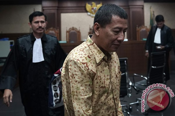 Mantan Atase Imigrasi KBRI Kuala Lumpur didakwa terima