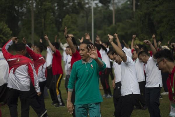 Presiden senam bersama mahasiswa di Istana Bogor