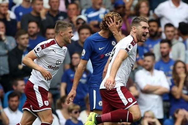 Juara bertahan Chelsea tertinggal tiga gol dari Burnley di babak pertama