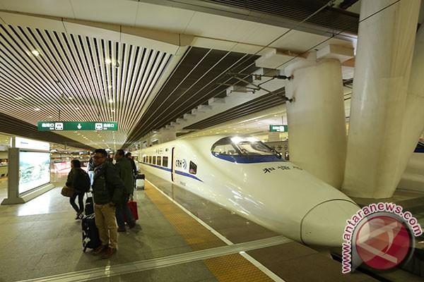 Pemerintah masih mengkaji kecepatan kereta Jakarta-Surabaya