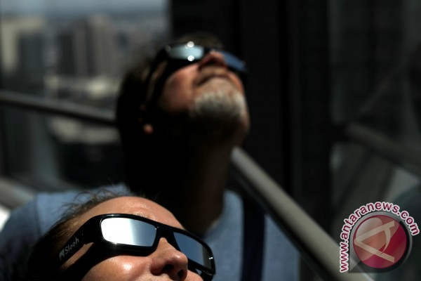 Gerhana di AS, bulan dan matahari