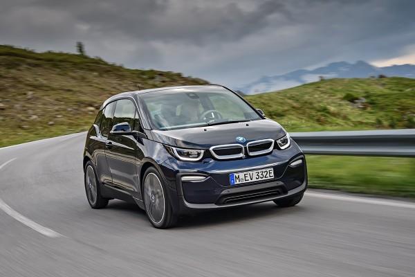 Mobil listrik BMW i3s terbaru lebih bertenaga