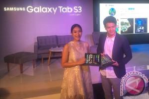 Happy Salma pilih tablet ketimbang laptop
