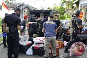 Densus tangkap lima terduga teroris di Bandung