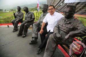 Fadli Zon resmikan patung pendiri Republik Indonesia