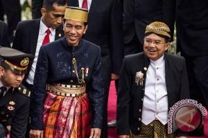 Kemarin, doa unik untuk Jokowi hingga pilot Esther terbangkan N219