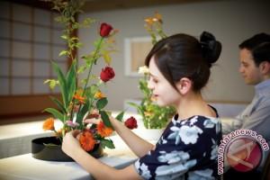 "Keio Plaza Hotel Tokyo gelar kursus merangkai bunga ""Ikebana"""