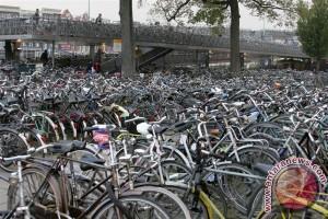 Negeri gila sepeda ini bikin tempat parkir sepeda terbesar di dunia