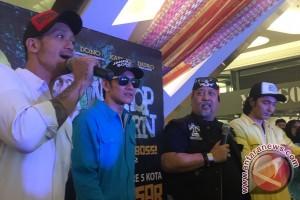 "Pemain Warkop DKI tiba di Makassar, penggemar nyanyi ""Nongkrong di Warung Kopi"""