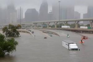 Apple dan Amazon kumpulkan dana untuk korban Badai Harvey