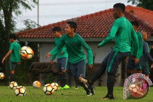 Indonesia-Thailand U-18 sementara imbang tanpa gol