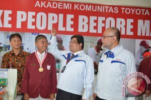 Wisuda Toyota Indonesia Academy II