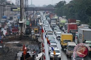 Jakarta-Cikampek normal imbas pembatasan truk ekspedisi