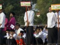Peserta mengikuti pembukaan Liga Santri Nusantara 2017 di Trenggalek, Jawa Timur, Minggu (17/9/2017). Liga Santri Nusantara 2017 merupakan kompetisi sepak bola yang digelar secara khusus antarkalangan santri atau pondok pesantren dengan batas usia 10-17 tahun yang diikuti 1.030 pondok pesantren dari berbagai daerah di Indonesia dengan tujuan mencari bibit atlet sepakbola nasional. (ANTARA /Destyan Sujarwoko)