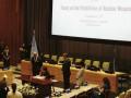 Menteri Luar Negeri Retno Marsudi (duduk kiri) menandatangani Traktat Pelarangan Senjata Nuklir di Sidang Majelis Umum PBB ke-72 di New York, Amerika Serikat, Rabu (20/9/2017). Ditandatangani oleh 51 negara, Traktat Pelarangan Senjata Nuklir tersebut memuat kumpulan larangan untuk berperan serta dalam segala kegiatan terkait senjata nuklir termasuk larangan untuk mengembangkan, menguji, memproduksi, mendapatkan, memproses, menimbun, menggunakan atau mengancam untuk menggunakan senjata nuklir. (ANTARA /Aditya Wicaksono)