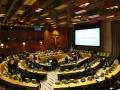 Perwakilan negara-negara anggota PBB menghadiri pertemuan tingkat tinggi untuk menandatangani Traktat Pelarangan Senjata Nuklir di Sidang Majelis Umum PBB ke-72 di New York, Amerika Serikat, Rabu (20/9/2017). Ditandatangani oleh 51 negara, Traktat Pelarangan Senjata Nuklir tersebut memuat kumpulan larangan untuk berperan serta dalam segala kegiatan terkait senjata nuklir termasuk larangan untuk mengembangkan, menguji, memproduksi, mendapatkan, memproses, menimbun, menggunakan atau mengancam untuk menggunakan senjata nuklir. (ANTARA/Aditya Wicaksono)