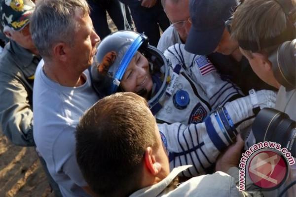 Astronot AS terlama di angkasa pulang ke bumi