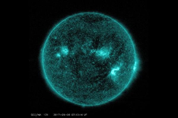 NASA tangkap citra dua suar surya kuat