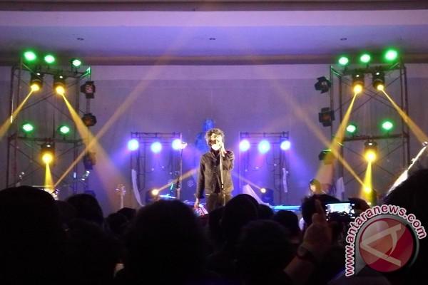 """Konser Peluncuran """"NKKBS Bagian Pertama"""", Pemangkas Jarak Pengobat Rindu"""