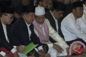 Djarot shalat Idul Adha bersama JK di masjid Istiqlal
