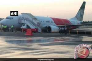 Boeing B-737-800 Air India Express bablas ke selokan