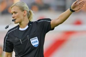 Steinhaus akan jadi wasit perempuan pertama di Bundesliga