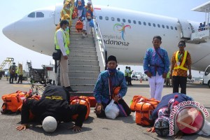 Empat Haji kloter pertama Solo dinaikan ambulans