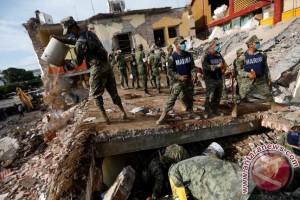 Meksiko cari korban gempa di tengah Badai Katia