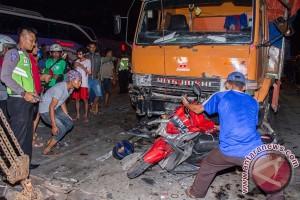 Satu tewas setelah truk tabrak belasan kendaraan