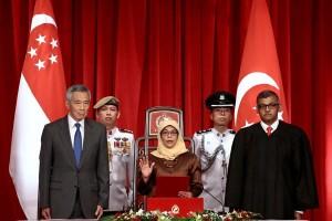 Halimah Yacob dilantik sebagai presiden perempuan pertama Singapura