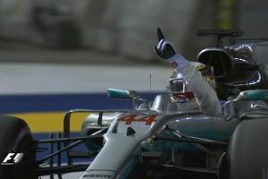 Hamilton juara GP Singapura, Vettel kecelakaan
