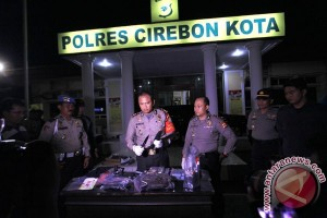 Polisi geledah rumah terduga teroris di Cirebon